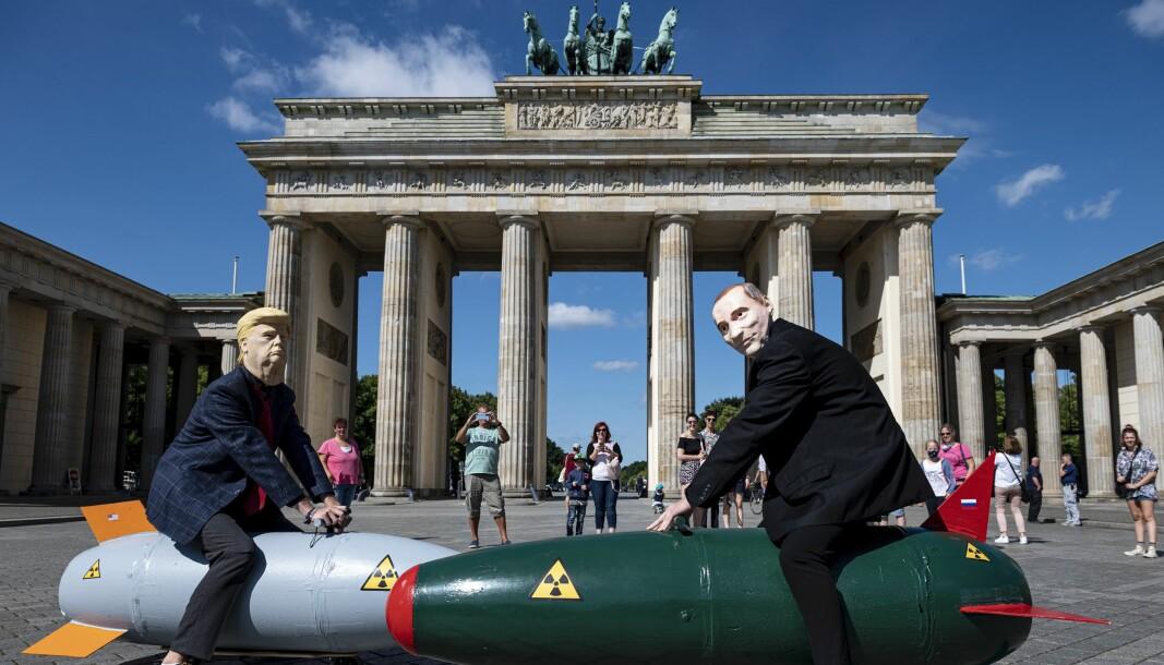Det er en trist ironi at våpnene vi har skapt som den ultimate beskyttelse har vist seg å være den største fienden, skriver William Sætren. Dette bildet er fra demonstrasjon mot atomvåpen i Tyskland i 2020.