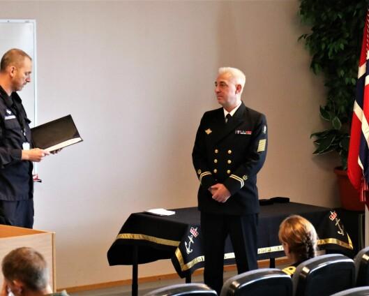 Steve Olsen og Trond Eek er tildelt Sjøforsvarets fortjenstmedalje