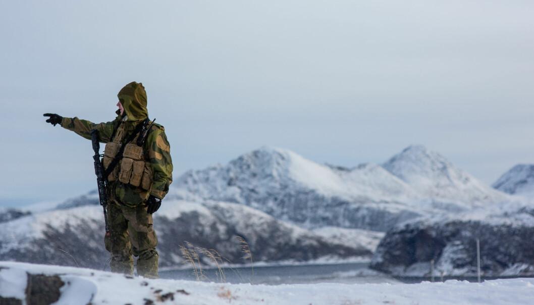 Soldater i Heimevernet må vente i månedsvis for å få utbetalt det de har krav, sier tillitsvalgt i Norges offisers- og spesialistforbund Hugo Johansen. Her er en HV-soldat på øvelsen Bifrost i 2019.