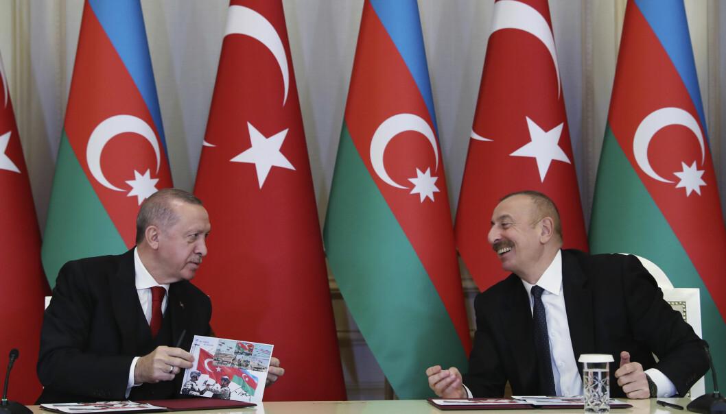 Vi i det vestlige Europa kan bli fristet til å sitte i ro i båten og håpe på at nå har Erdogan fått nok, skriver Erik Espeset. Her er Tyrkias president Recep Tayyip Erdogan og Aserbajdsjan president Ilham Aliyev.