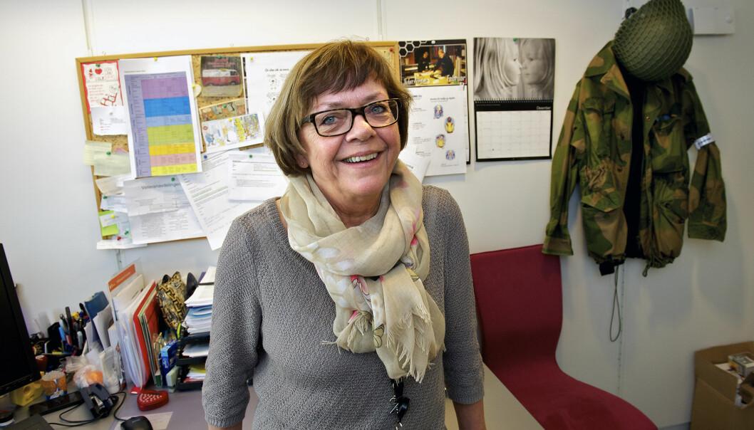 På kontoret til Gunn Strand henger en uniform på veggen. Den har hun fått i gave.