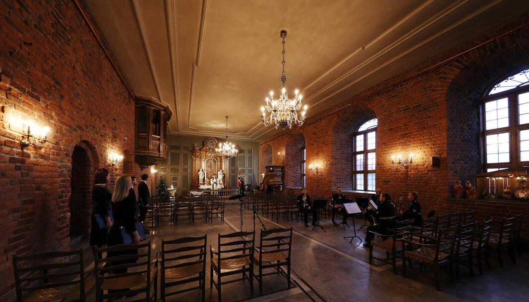 På grunn av korona-pandemien vil det ikke bli tradisjonell Julegudstjeneste i Akershus slottskirke i 2020. Bildene er fra videoinnspilling av julegudstjenesten for 2020.