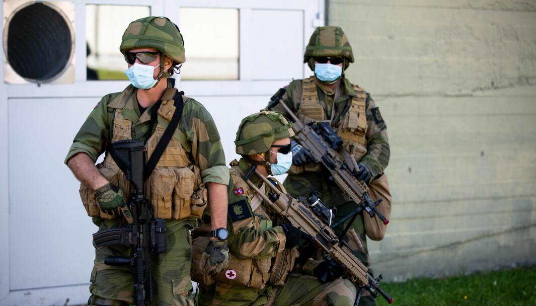 Koronaen har satt sitt preg på Forsvaret, det har også ført til en økning i antallet refselser. Soldatene på bildet er ikke knyttet til saken.