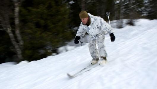 Soldater fra US Marines øver seg på ski.