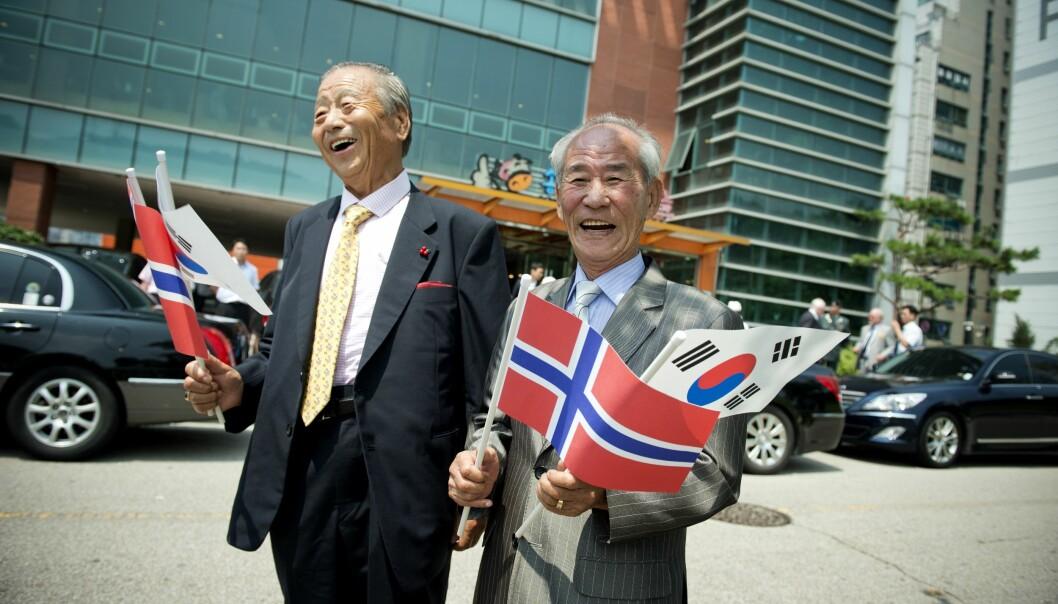 Disse koreanerne begynte å synge «Per Spellmann» da nordmennene kom ut fra et møte. Den lærte de seg av nordmenn på Normash.