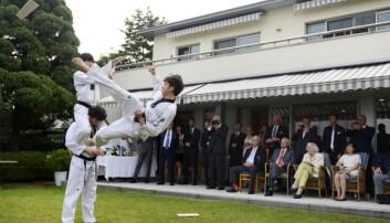 Elever ved Taekwondo-universitetet i Seoul holder oppvisning i den norske ambassaden.