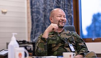 Audun Skaret i Forsvarets sanitet har vært med på lage retningslinjer for smittevern i Forsvaret.