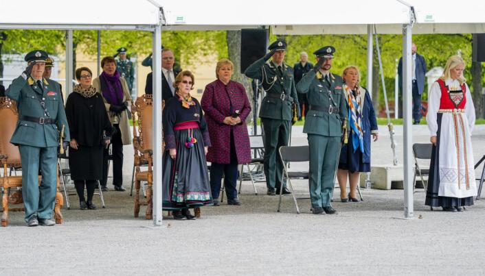 Kong Harald, stortingspresident Tone Wilhelmsen, dronning Sonja, Sindre Finnes, statsminister Erna Solberg, kronprins Haakon og kronprinsesse Mette-Marit, er blant deltakerne på 75-årsmarkeringen for frigjøringen på Akershus festning 8. mai.
