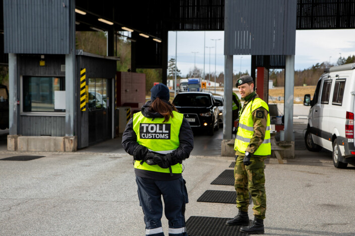 HV-soldater fra Oslofjord heimevernsdistrikt-01 bistår sivile myndigheter med grensekontroll på Svinesund.