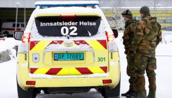 SAMARBEID: Soldater fra HV-02 innsatsgruppe Derby i Gjerdrum snakker med Innsatsleder Helse.