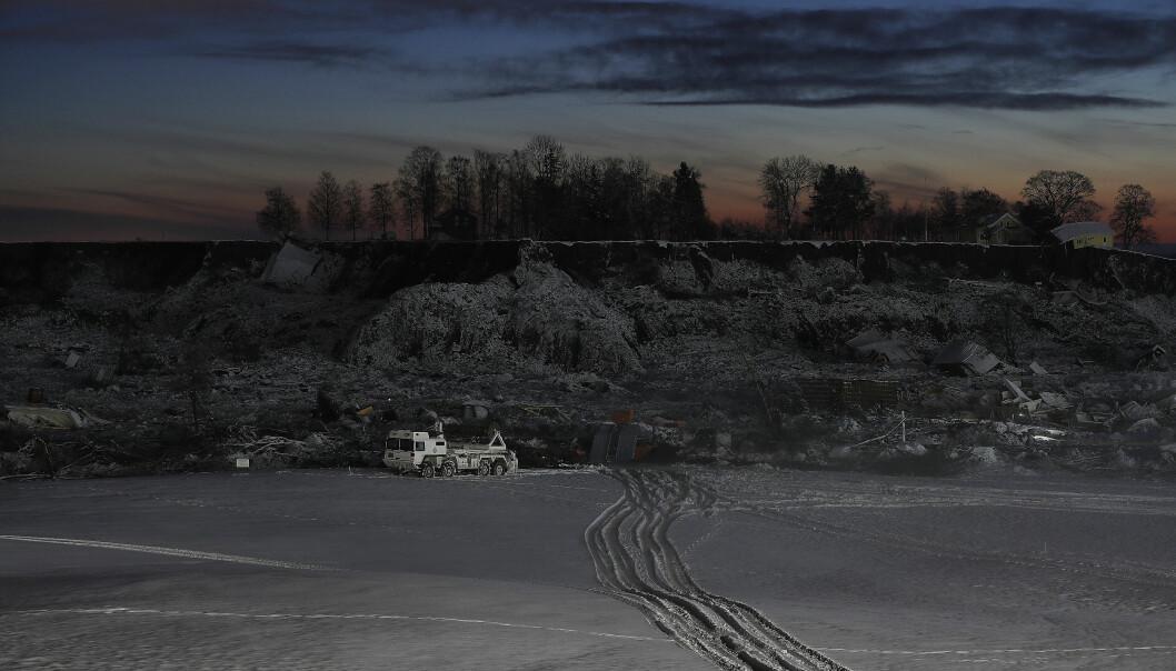 Ingeniøravdelinger i Forsvaret stiller med Leguan bro bygger og markforsterkingsutstyr på Gjerdrum.