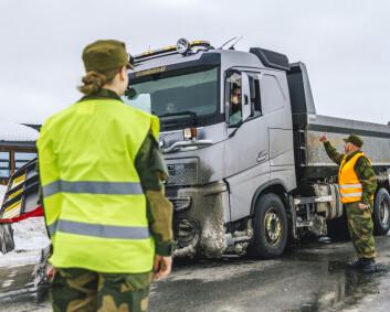 HV-17 bistår igjen politiet med koronakontroll mot Finland