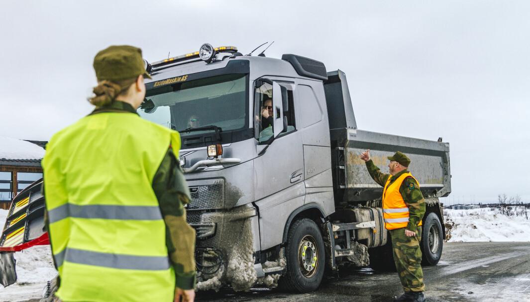 Soldater fra HV-17 i Kautokeino bisto tidligere i år politi og tollvesen med grensekontroll på grensen til Finland.