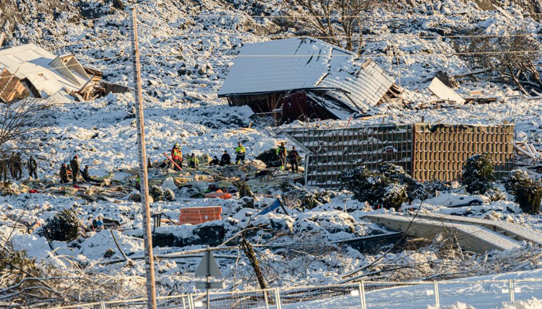 Forsvaret og Sivilforsvaret har bidratt etter at et leirskred tok med seg flere hus og førte til store ødeleggelser på Ask 30. desember 2020.