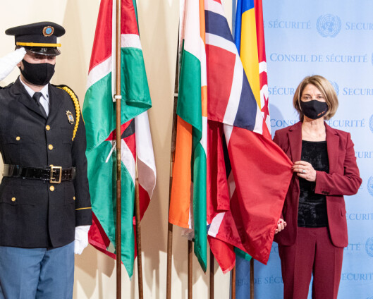 Det norske flagget heist for Norges inntreden i Sikkerhetsrådet