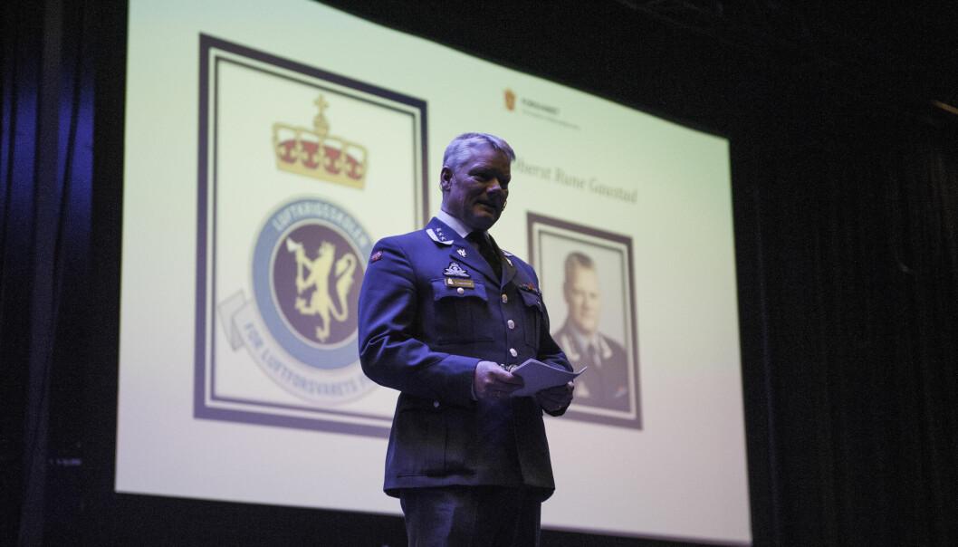 Rune Gaustad holder tale ved en veteranmarkering i Trondheim.