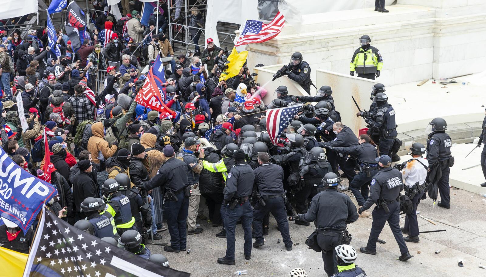 Sammenstøt mellom politi og demonstranter i Washington D.C.