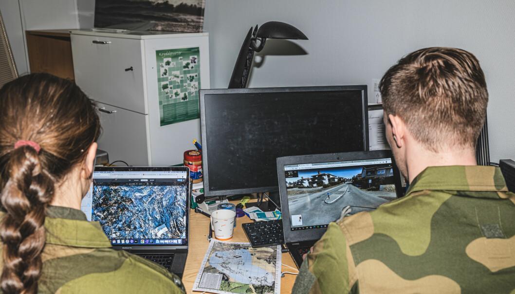 SAMARBEID: Politiet og Forsvaret skal samarbeide om fremmed etterretning. Her er soldater fra Etterretningsbataljonen under leirskred i Ask.