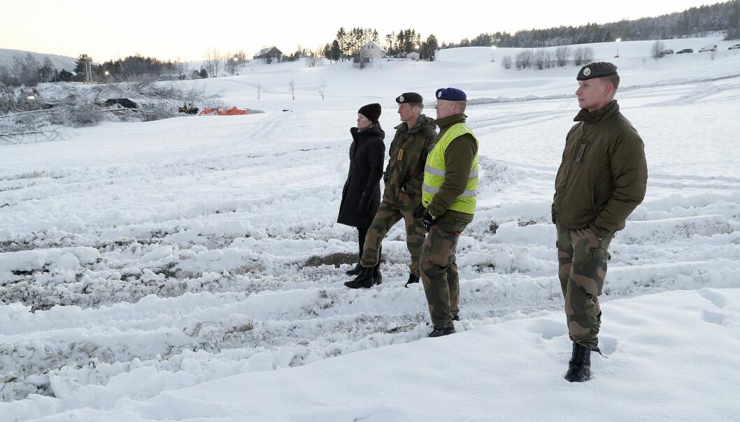 Forsvarssjef General Eirik Kristoffersen besøkte soldater som deltok i forskjellige oppdrag etter raset på Gjerdrum, her med Runar Jeistad fra BrigN og Sjef HV-02, Thor Andreas Kårsten.