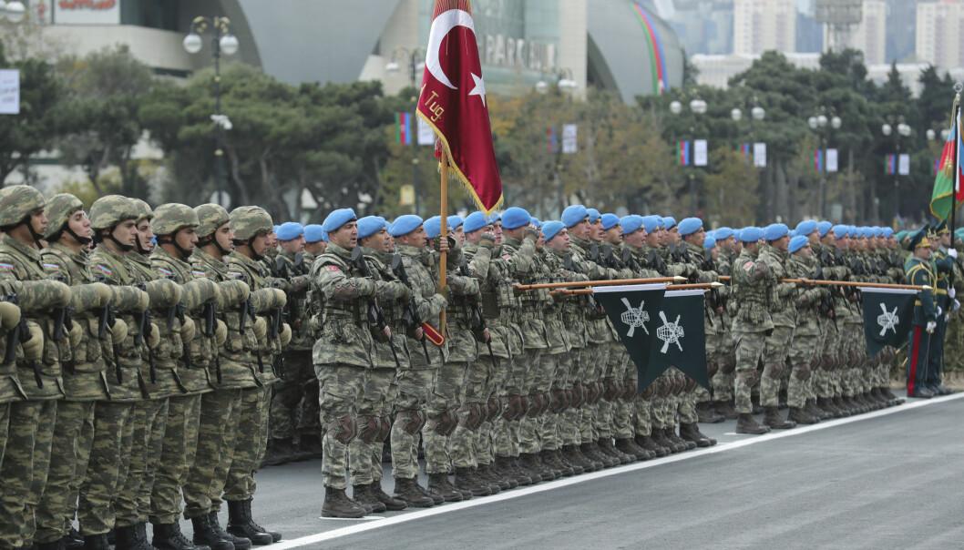 Aserbajdsjans president Aliyev uttaler at krigen ikke er over, skriver rektor Sven Erik Rise. Her ser vi tyrkiske soldater i Baku.