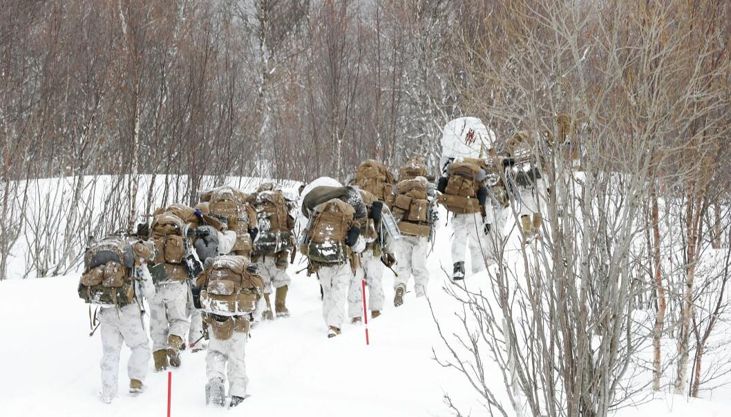 41 amerikanske soldater som skal delta på vintertrening har testet positivt på COVID-19. Her ser vi soldater fra US Marine Corps under en øvelse i 2020.