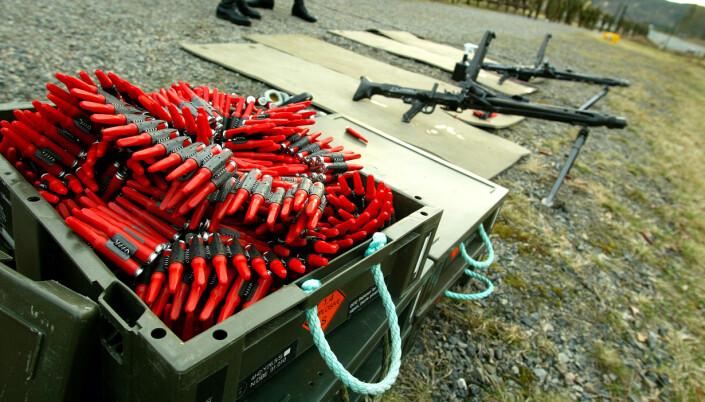 MG-skyting med rødplast. På sikt kan denne typen øvingsammunisjon bli byttet ut med «elektroniske skudd». E-blanks skal foreløpig bare testes med HK416.