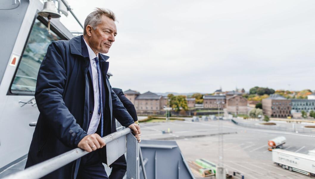 Forsvarsminister Frank Bakke-Jensen under et besøk på Kystvaktens nye slepeffartøy Bison.
