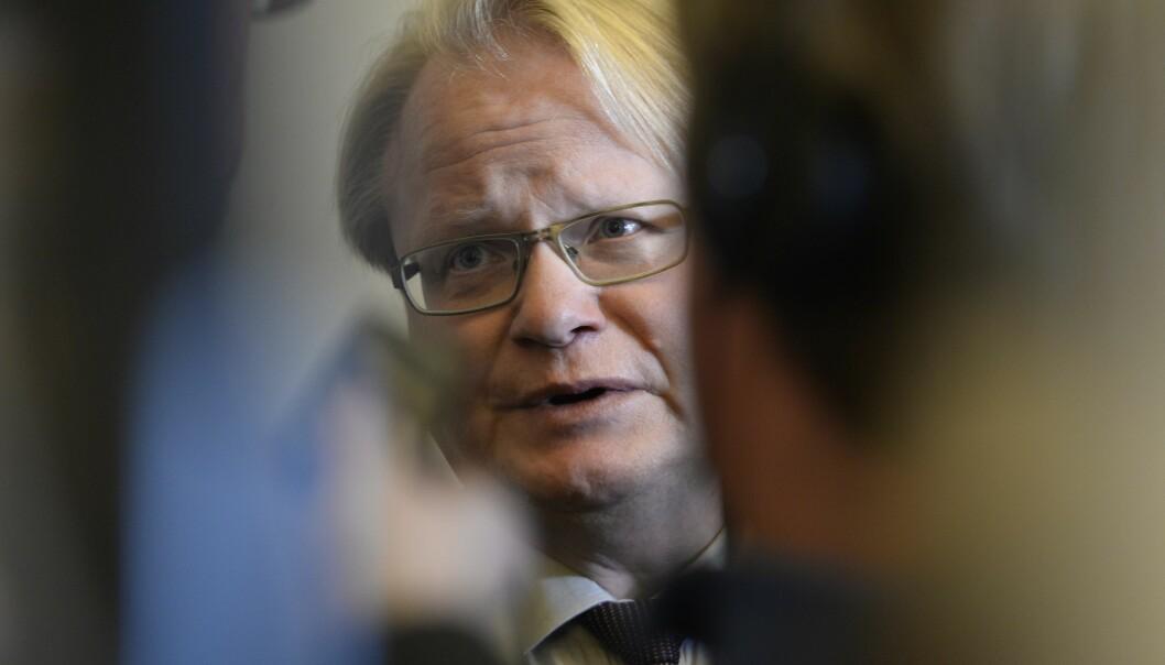 PRIVAT REISE: Sveriges forsvarsminister Peter Hultqvist møtte sin finske kollega på slutten av sin private reise til Finland.