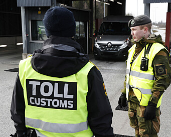 Soldater fra Heimevernets avdeling HV-01 Polar Bear VI søtter Politiet med grensekontroll på Svinesund grensestasjon under Korona utbruddet