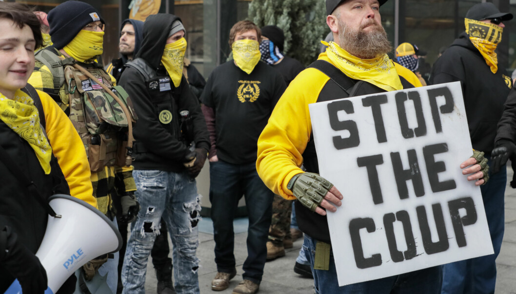 STØTTER TRUMP: Proud Boys demonstrerer utenfor Ohio Statehouse i Columbus, Ohio, 6. januar.