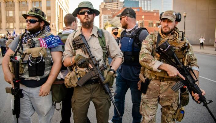 TUNGT BEVÆPNET: Medlemmer av gruppen Three percenters i Louisville, Kentucky, september 2020.