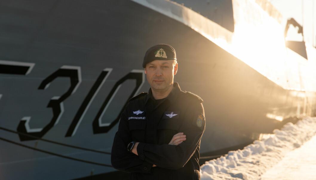 Marinens nye sjef, Trond Gimmingsrud avbildet foran fregatten KNM Fridtjof Nansen.