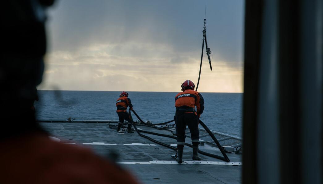 MIDLERTIDIG: Det er flere titalls på midlertidige kontrakter i Kystvakten, varsler tillitsvalgt. Her ser vi besetningen på kystvaktfartøyet KV Andenes.