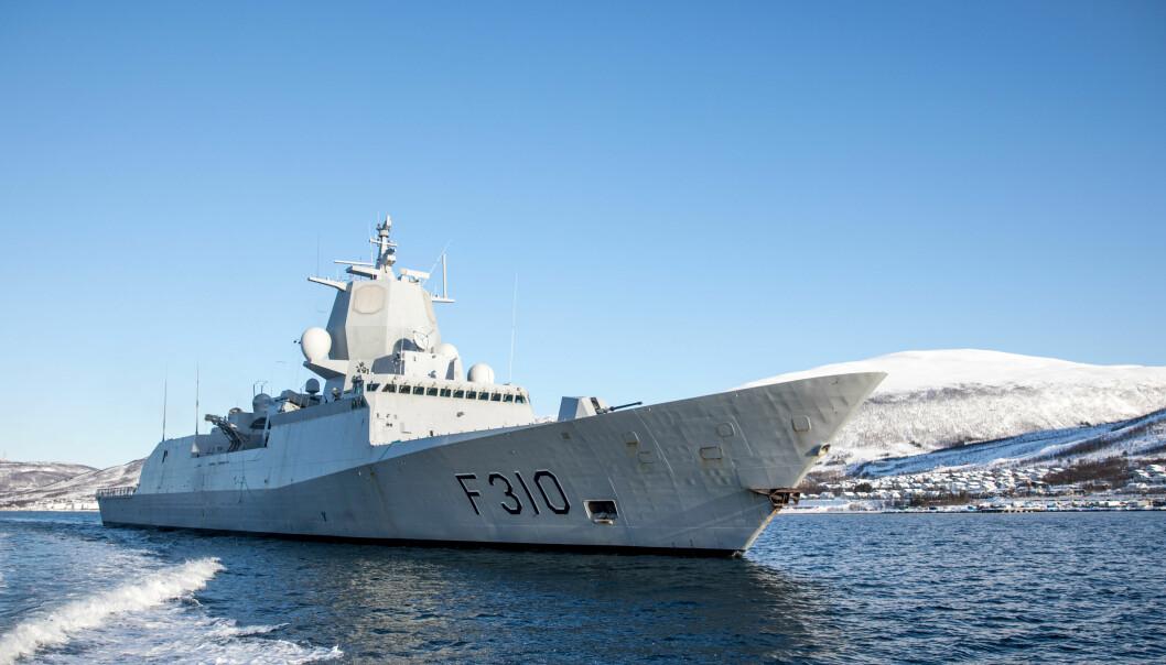 KNM Fridtjof Nansen avbildet under øvelse i 2014.