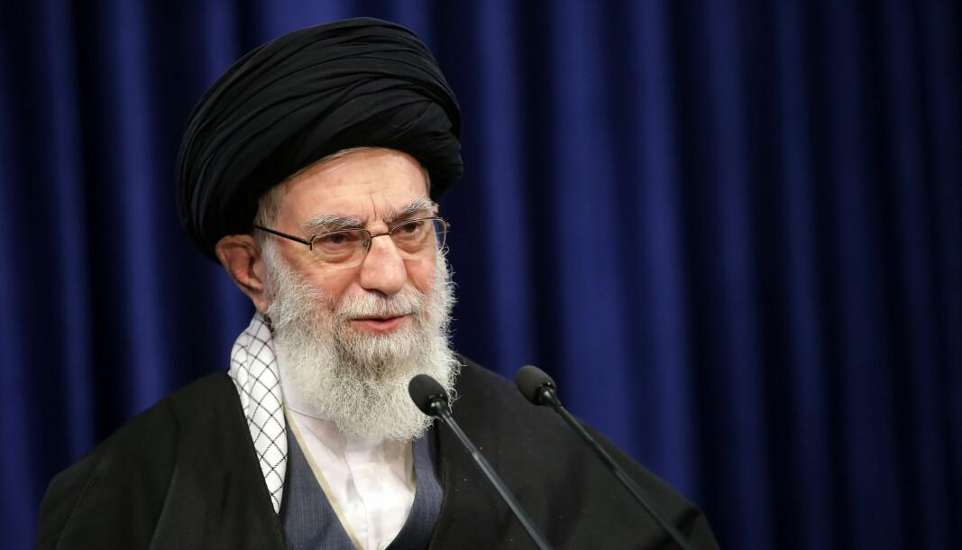Irans øverste leder, ayatolla Ali Khamenei, truer med hevn mot USAs tidligere president Donald Trump for likvideringen av den iranske generalen Qasem Soleimani i fjor.