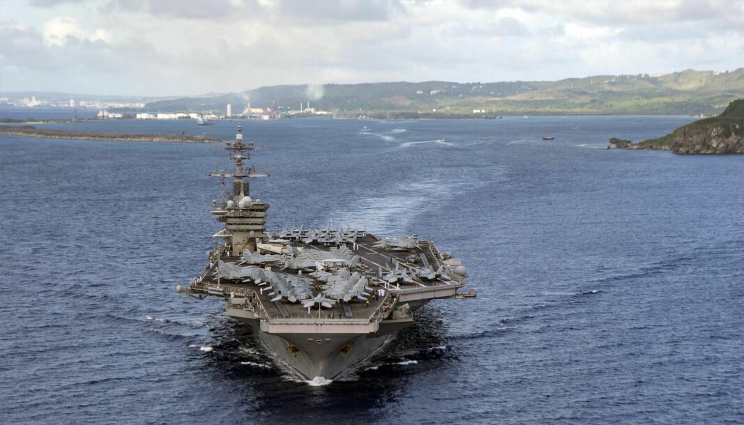 Hangarskipet USS Theodore Roosevelt, dom deltar i marineøvelsen i Sør-Kinahavet, fotografert på vei fra Apra Harbor i juni 2020.