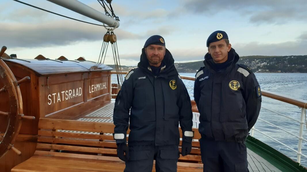 Skipssjef Kato Kvitne og kadett Haakon Nerland i rolige forhold i Oslofjorden etter en røff helg på sjøen.