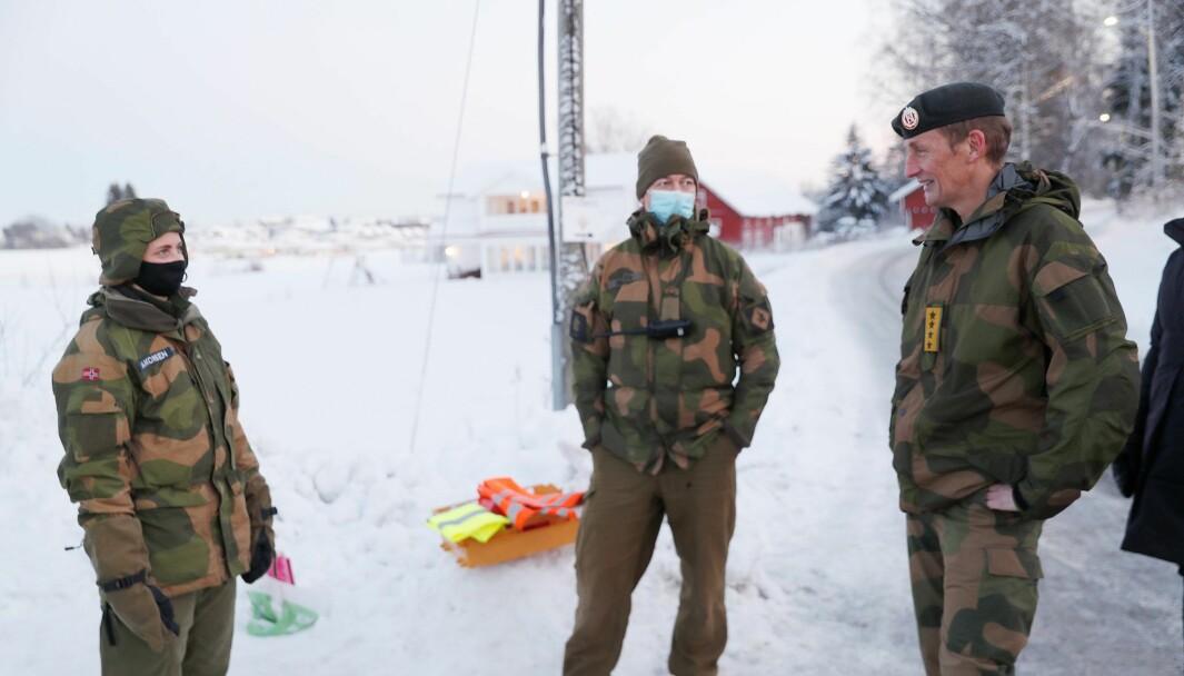 Marte Boye Haakonsen sammen med forsvarssjef Eirik Kristoffersen.