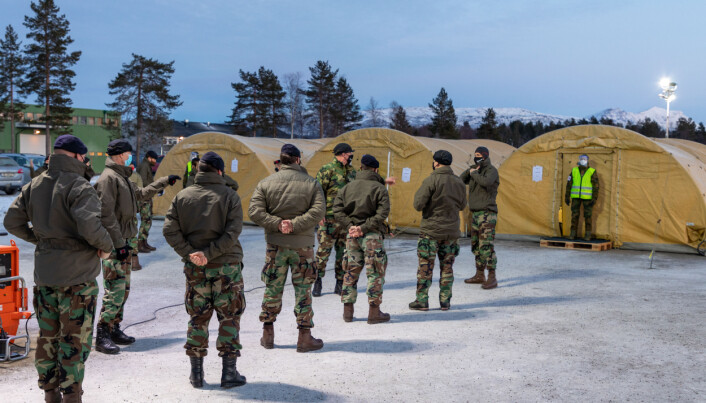 Nederlansk personell i kø for å bli testet på Bardufoss 13. januar.