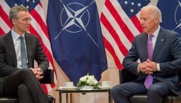 Jens Stoltenberg og daværende visepresident Joe Biden fotografert sammen i 2015.