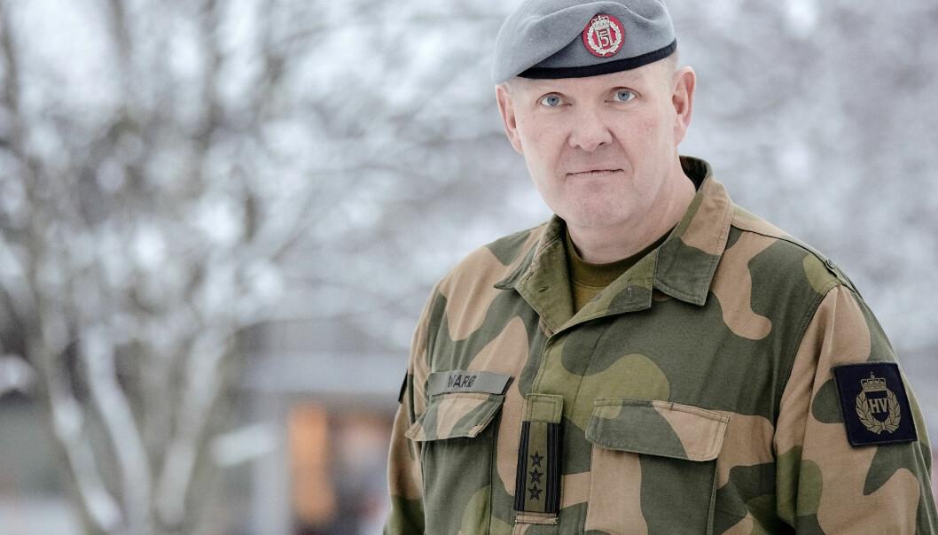 MILDT MELANKOLSK INFANTERISOLDAT: Brigader Håkon Warø er fan av både Kari Bremnes og Joni Mitchell. Her er han avbildet mens han arbeidet i Heimevernet i 2017. Nå er han nestkommanderende i Forsvarets logistikkorganisasjon.