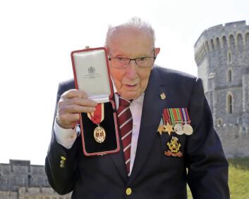 Britisk veteran som tidligere samlet inn milioner til helsevesnet er koronasmittet