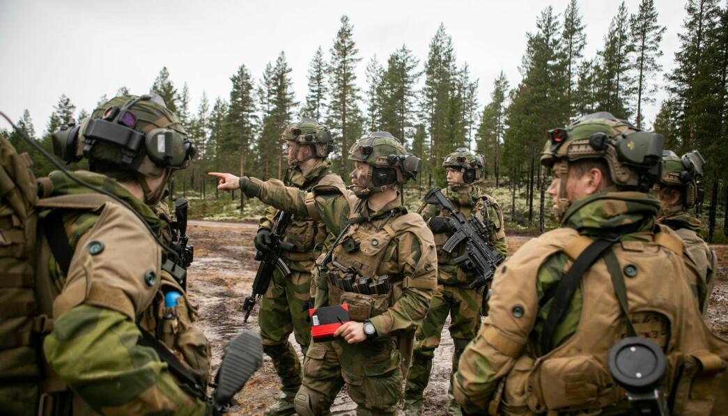 KREVENDE: Å ønske seg lojale, og ikke bare lydige, soldater stiller naturligvis store krav til soldatenes evner og ferdigheter, skriver Tor Arne Berntsen. Her ser vi soldater i Porsanger bataljon.