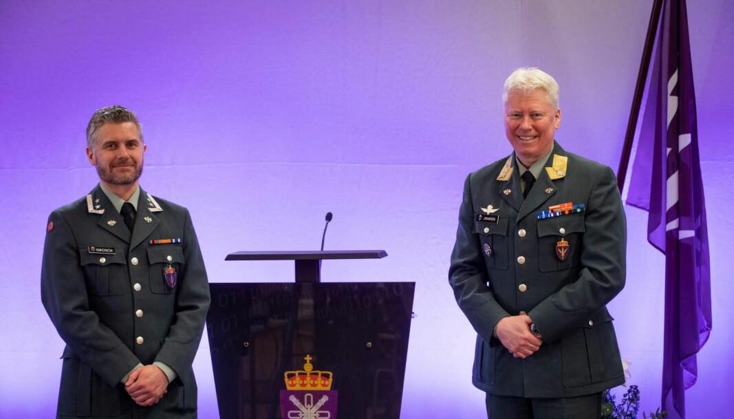 Oberstløytnat Christopher Grosch (til venstre).