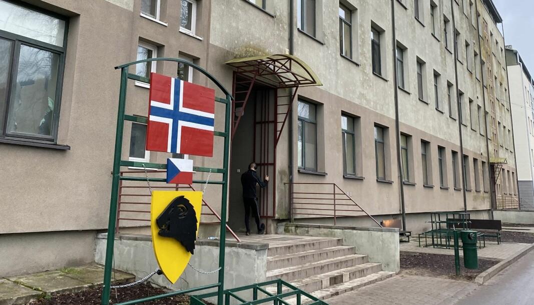 Den norske kasernen i Rukla leir i Litauen var markert med minken som kjennetegner Panserbataljonen da Forsvarets forum besøkte leiren for et års tid siden.
