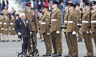 Den 100 år gamle «koronahelten» Tom Moore er død
