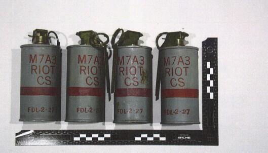 Håndgranater med CS tåregass.