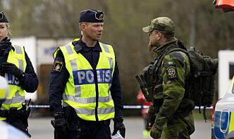 Svenske panserregimenter vokter grensen