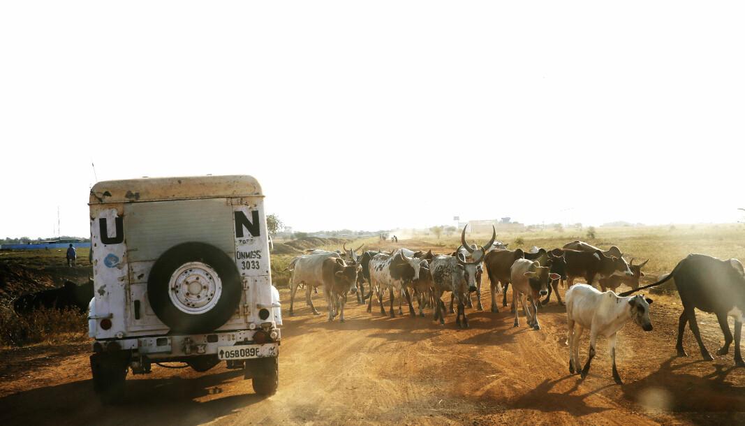 UNMISS: Et FN-kjøretøy på veien mellom Support Base Malakal og flyplassen i Malakal i Sør-Sudan i 2013.