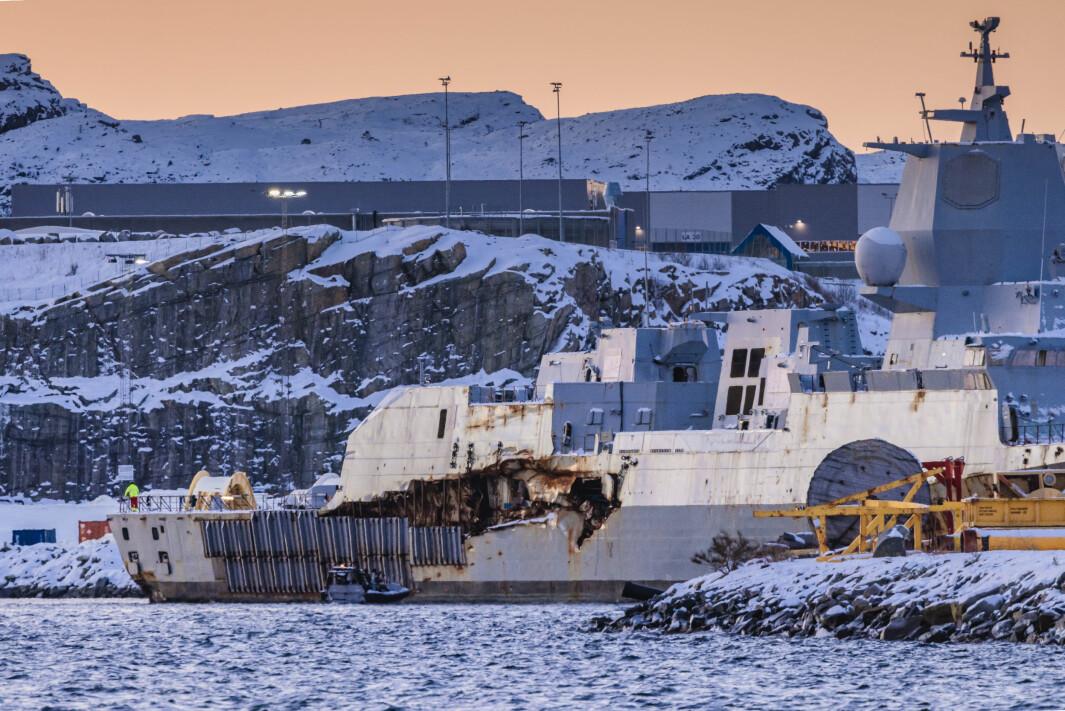 KNM Helge Ingstad avfotografert ved CCB-basen på Ågotnes tidlig mandag morgen.